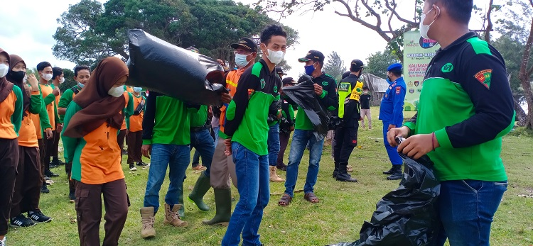 World Cleanup Day Tanah Laut